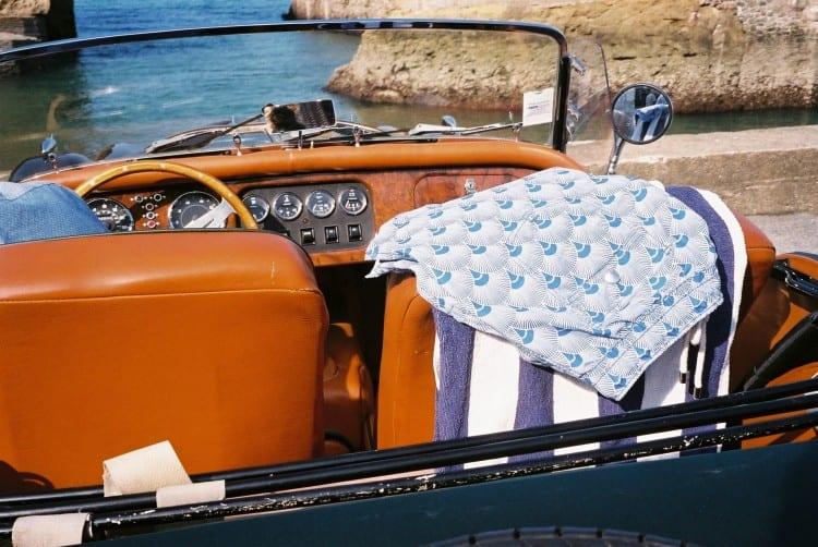 la jeune marque de maillot de bain pour hommes, Atalaye, est entièrement conçue à Biarritz. De 120 € à 150 € pour hommes selon les modèles.
