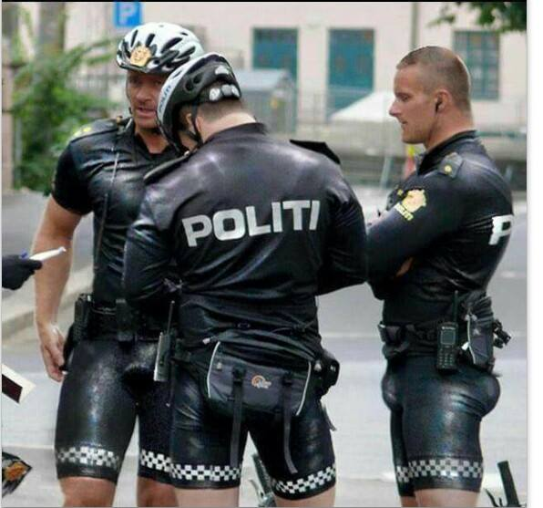 La Tenue Dt Des Policiers Norvegiens - Adaptation Magazine-2360