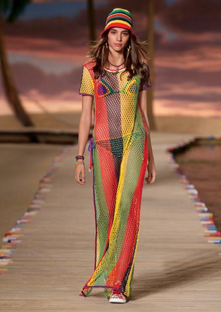la robe longue et le bikini en crochet du défilé Femme Printemps-Eté 2016. // Hilfiger Collection.