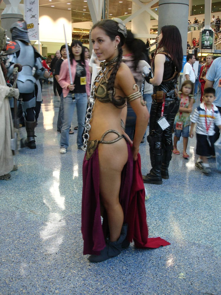 Star_Wars_Celebration_IV_-_Slave_Leia_fan_costume_(4878289781)