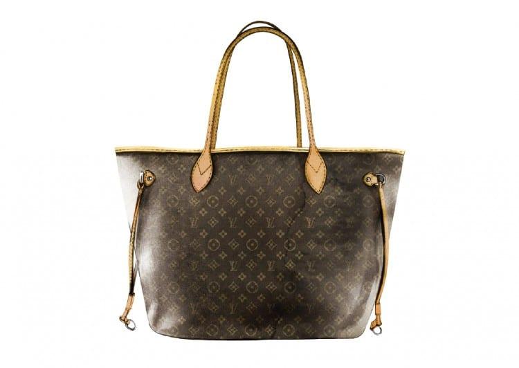 """n°9: Louis Vuitton """"never full"""" : la légende veut que la maison Louis Vuitton teste la contenance de ses sacs en les lestant d'un poids de 3,5 kg, puis les lâche à un demi-mètre de hauteur. En tout cas, celui-ci est idéal pour partir en week-end par sa taille !"""