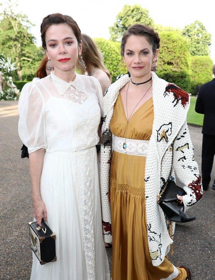 Ruth Wilson (en dior) à droite et la comédienne anglaise Anna Friel