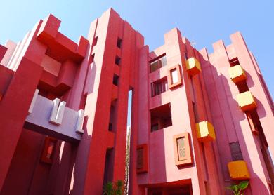 Muralla Roja par Ricardo Bofill - Alicante, Spain